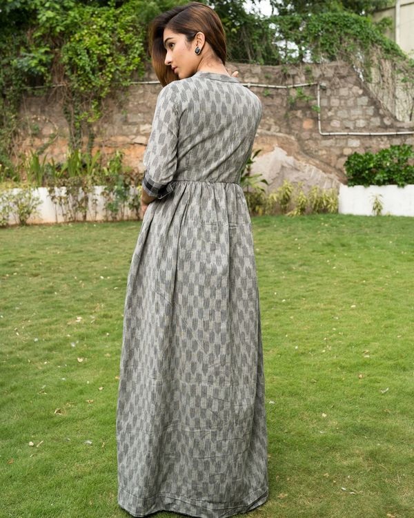Grey ikkat cape with black checks pants - Set of Two 4