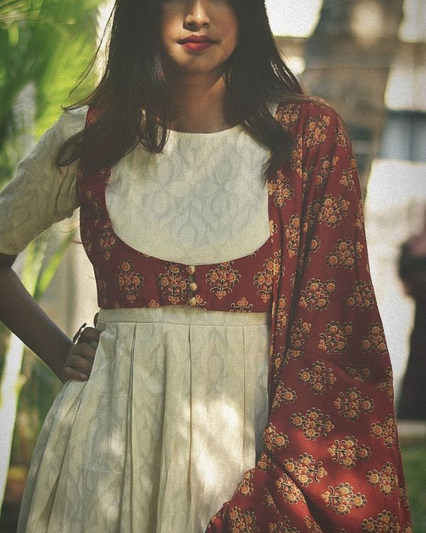 White long dress with red jacket and dupatta - set of two 3