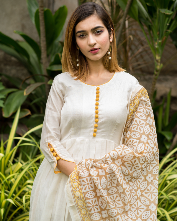Yellow & beige  box pleated chanderi dress with printed dupatta - Set of Two 3