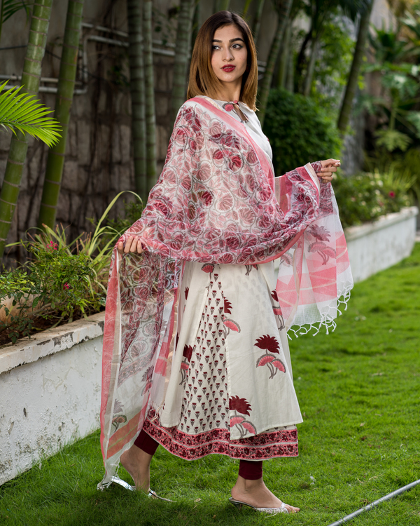 Block printed lotus kurta with printed kota dupatta - Set of Two 3