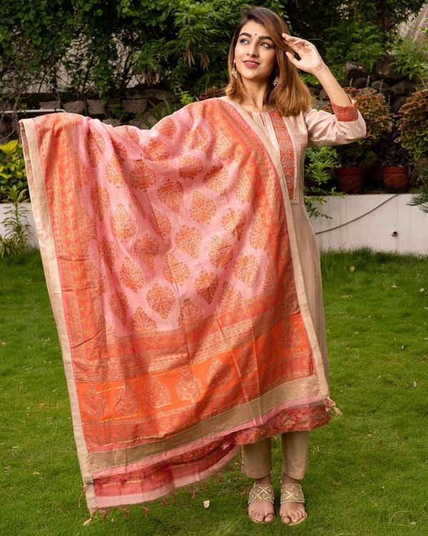 Beige Pure Maheswari Silk Set with Peach Mughal Printed Dupatta - Set Of Three 3