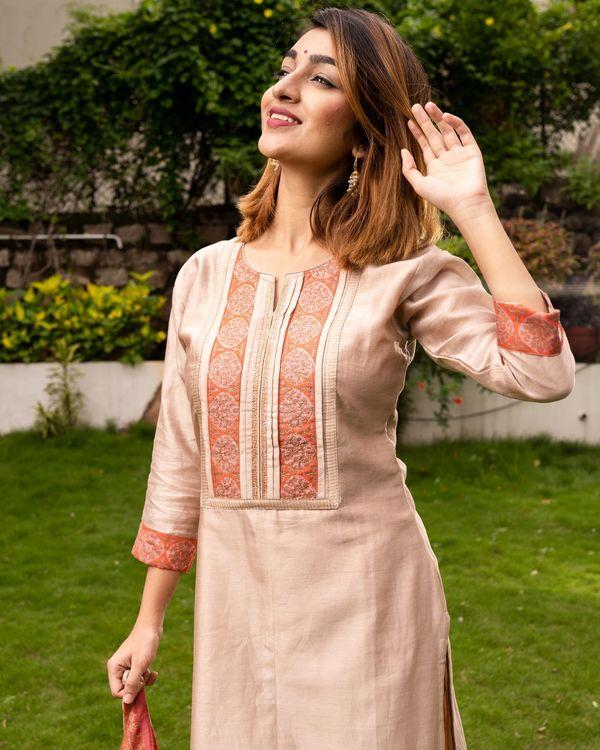 Beige Pure Maheswari Silk Set with Peach Mughal Printed Dupatta - Set Of Three 1