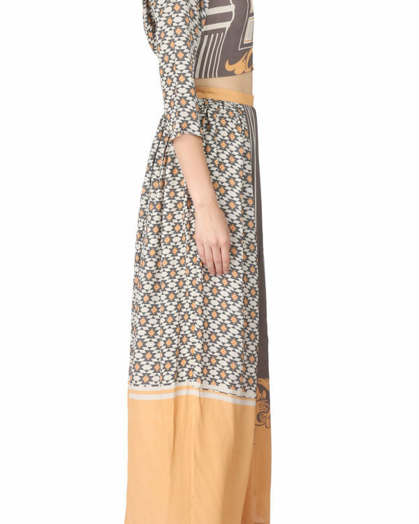 Printed tunic in beige and black 1