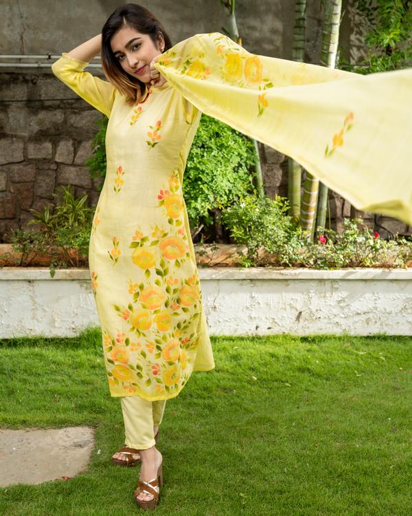 Yellow Hand Painted Kurta with Chanderi Dupatta - Set of Two 4