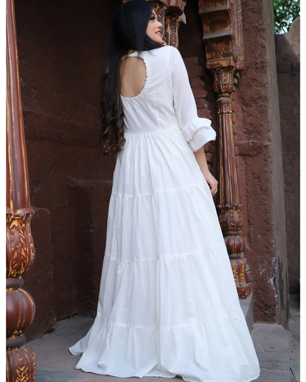 White tiered dress with flounce sleeves 1