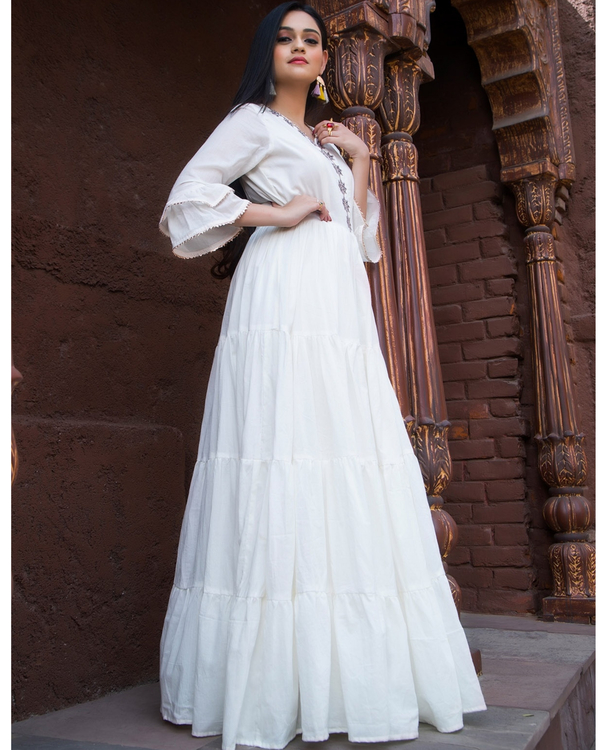 White tiered dress with flounce sleeves 2