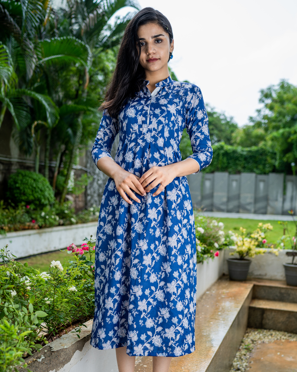 Blue printed dress with box pleats 3