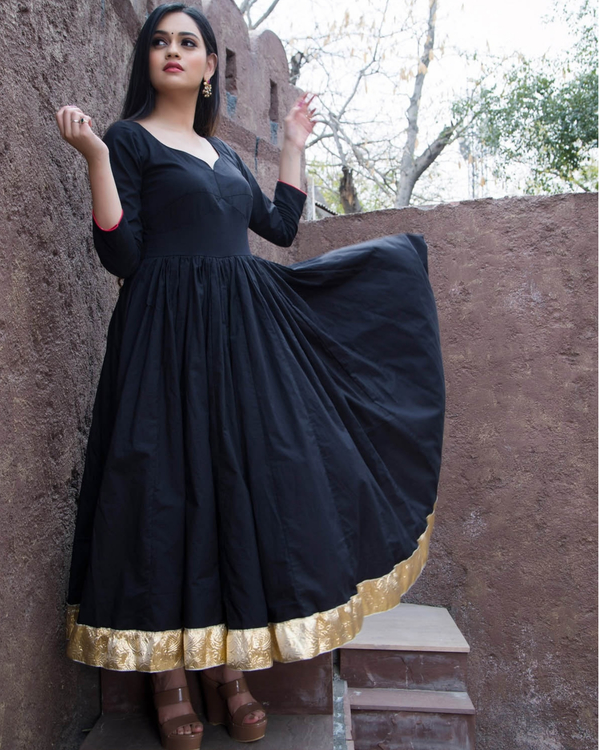 Black kurta with gold border and printed dupatta-set of two 1