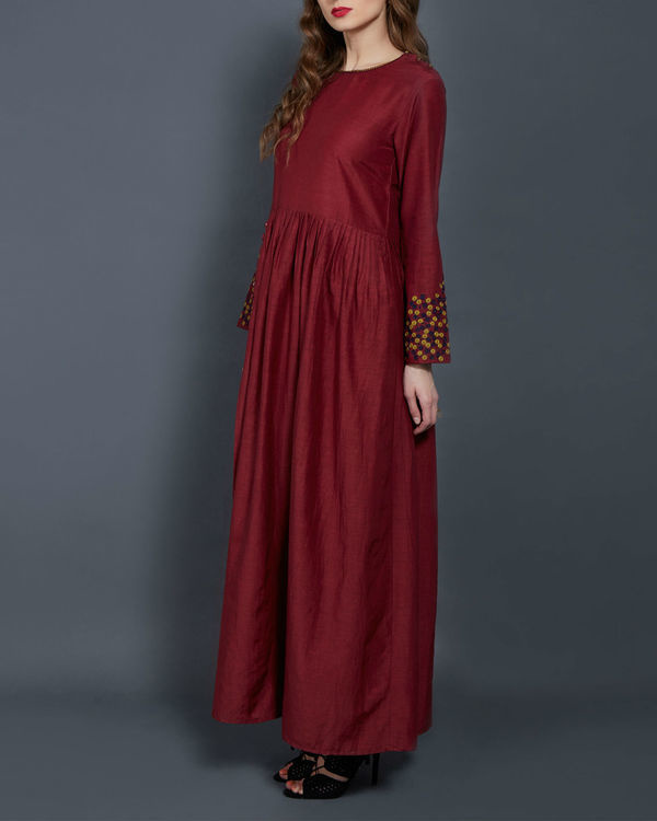Wine tunic with embroidered sleeves 1
