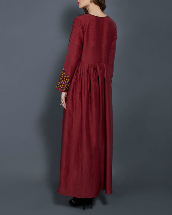 Wine tunic with embroidered sleeves 2