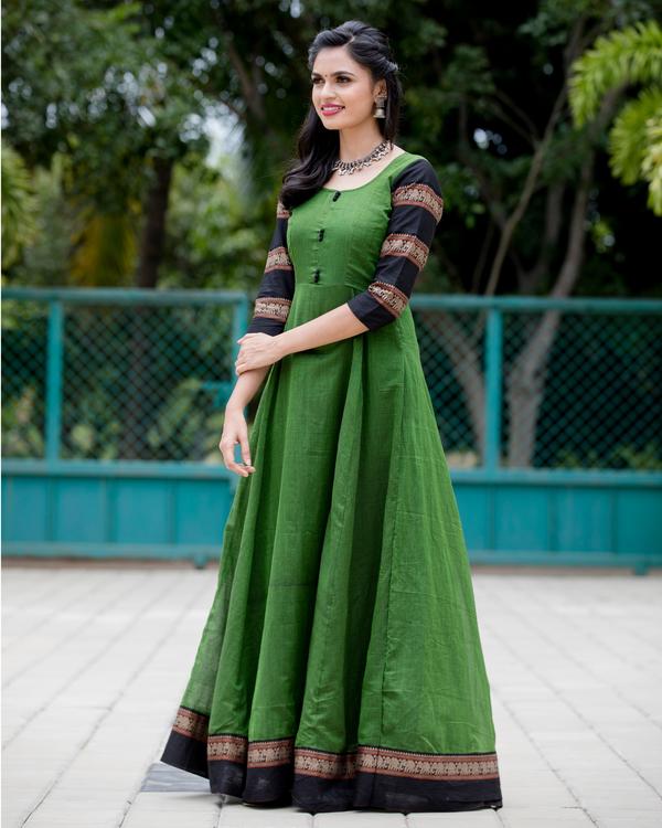 Emerald green narayanpet handloom dress 3