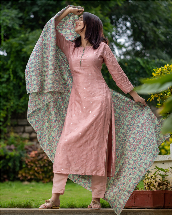 Salmon pink embroidered kurta with chanderi bird print dupatta - Set of Two 3
