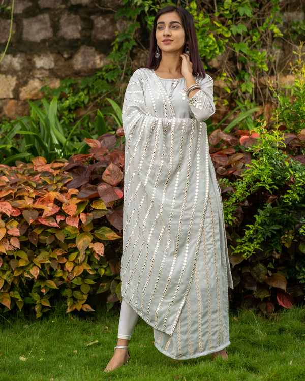 Grey gota work kurta with mirror work dupatta - set of two 3