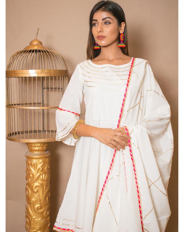 Off white kurta and skirt with dupatta - set of three 1