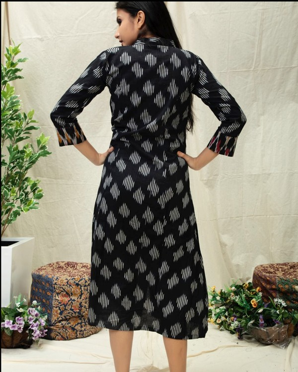 Black Ikat printed kurta with contrast yoke 3