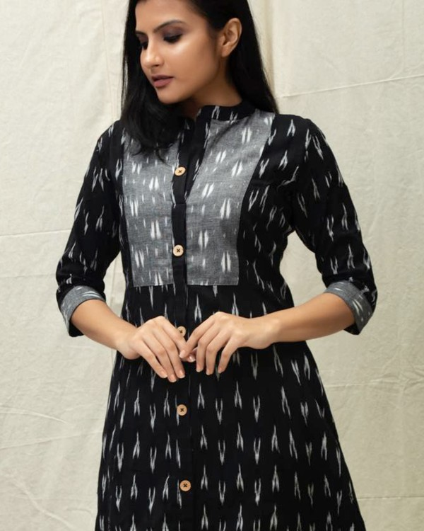 Black ikat printed kurta with grey yoke 1