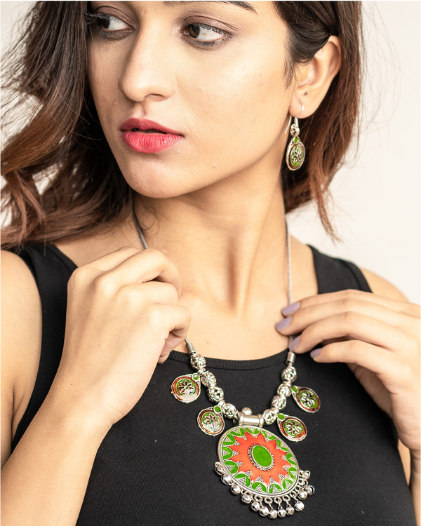Red and green flower neckpiece with drop earrings set- Set of two 1