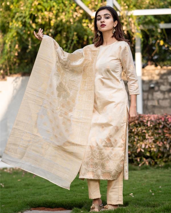 Beige and Gold Benarasi Silk Kurta with Dupatta - Set of Two 3