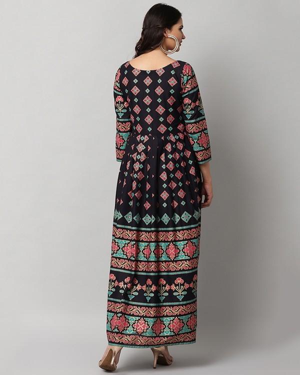 Black printed pleated maxi dress 3