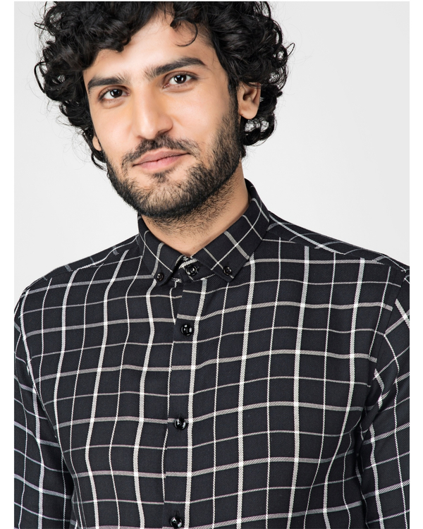 Black and white graph checkered shirt 1
