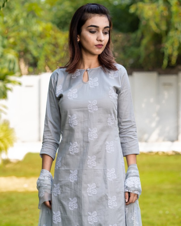 Light grey cross stitch embroidered kurta set with dupatta- set of three 1
