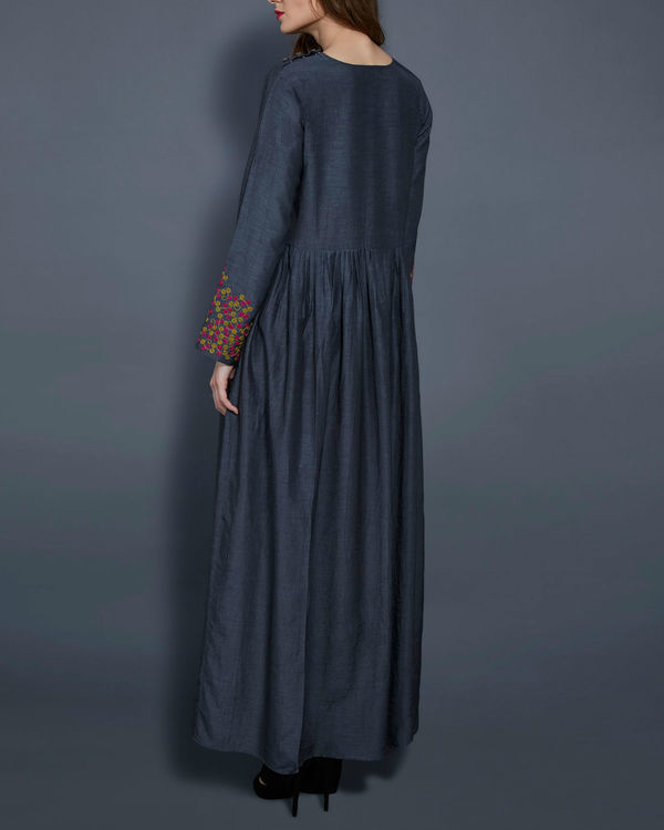 Grey tunic with embroidered sleeves 3