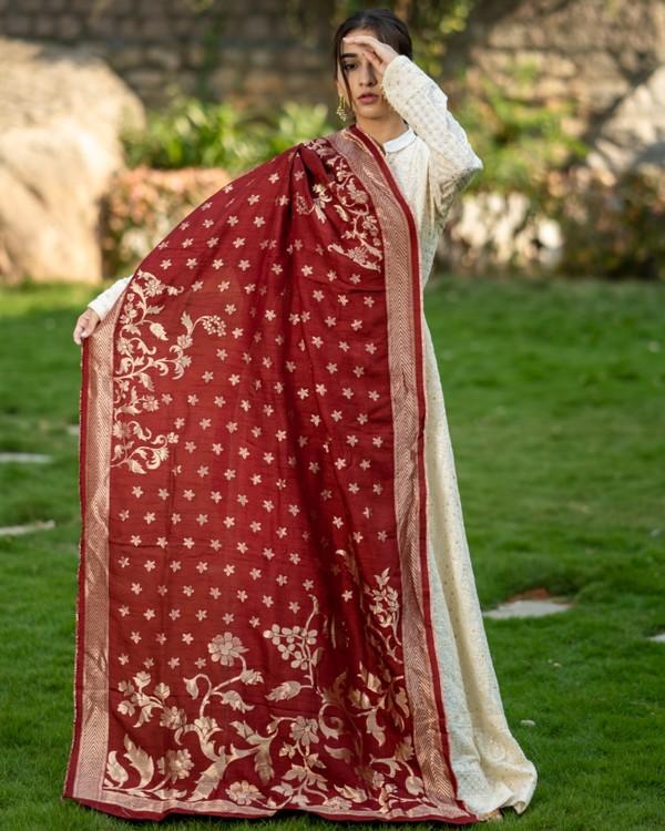 Off white embroidered dress and maroon banarasi dupatta set- set of two 3