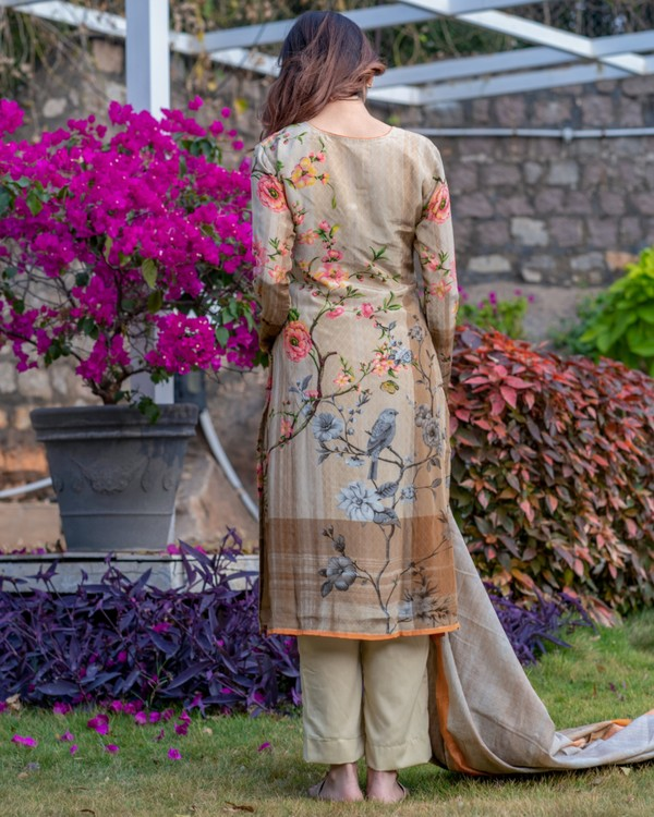 Beige flora and fauna printed kurta and pants set with dupatta- set of three 3