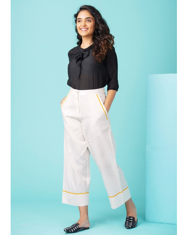 White contrast trim pants 3