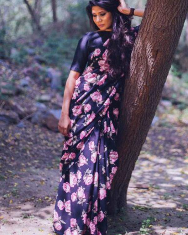 Georgette saree featuring vintage floral print 1