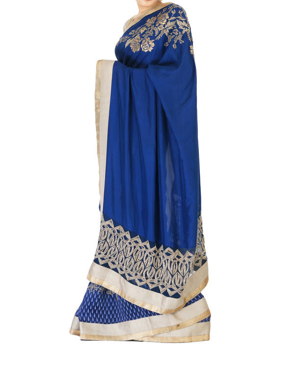 Embroidered navy blue sari 4