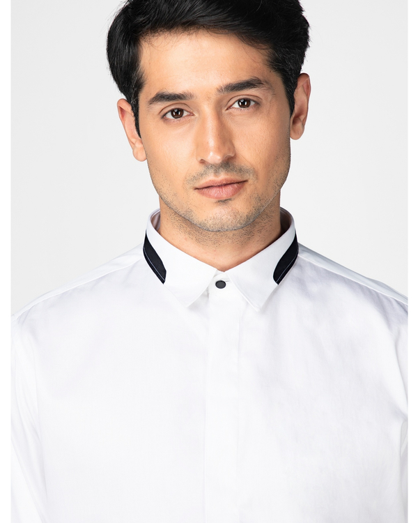 White casual shirt with contrast paneled collar 1