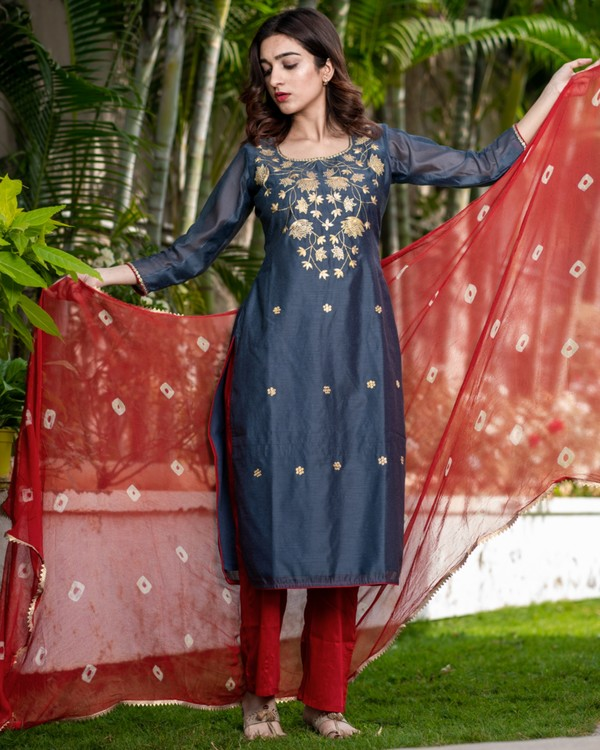 Ash grey pittan work kurta and pants with red bandhani dupatta set - set of three 2
