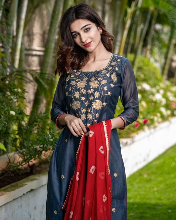 Ash grey pittan work kurta and pants with red bandhani dupatta set - set of three 1