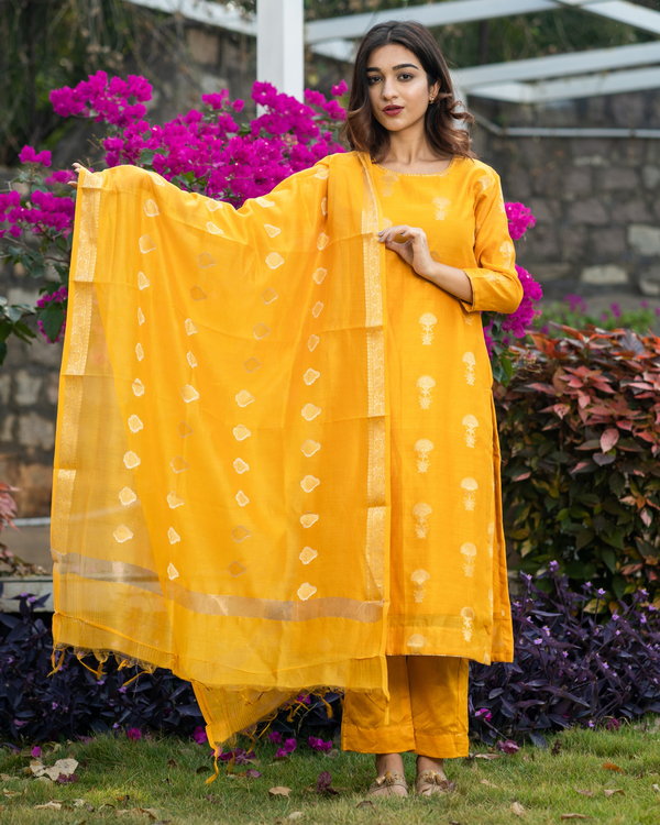 Amber yellow banarasi kurta and pants with dupatta - set of three 2