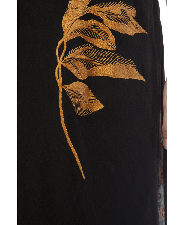 Black shirt with leaf embroidery 5