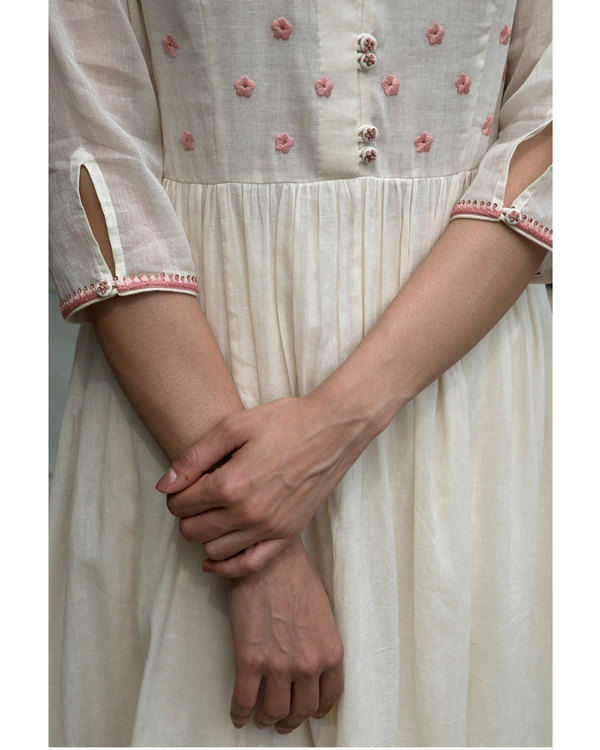 Off white and pink floral embroidered yoke kurta 2