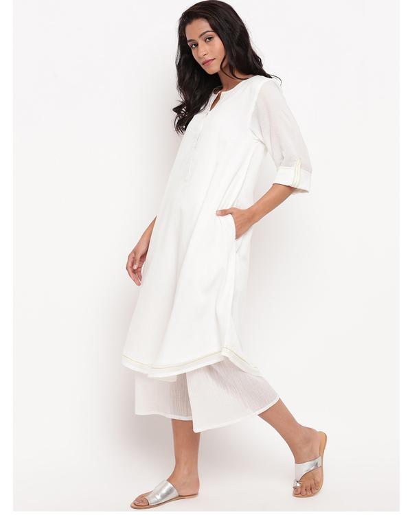 White flap sleeve kurta with pockets 2