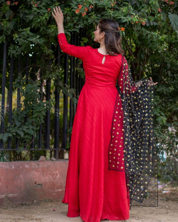 Red flared anarkali and embroidered dupatta- Set Of Two 1