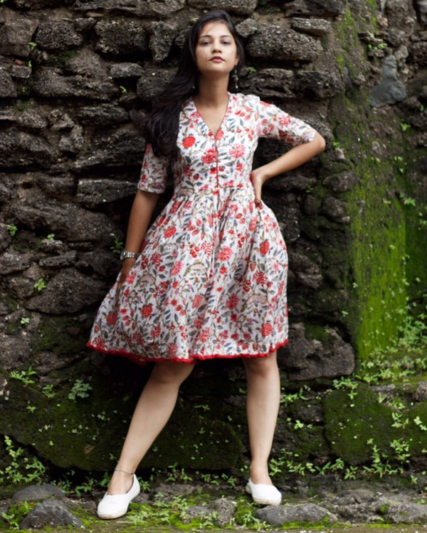 White and red floral printed dress 2