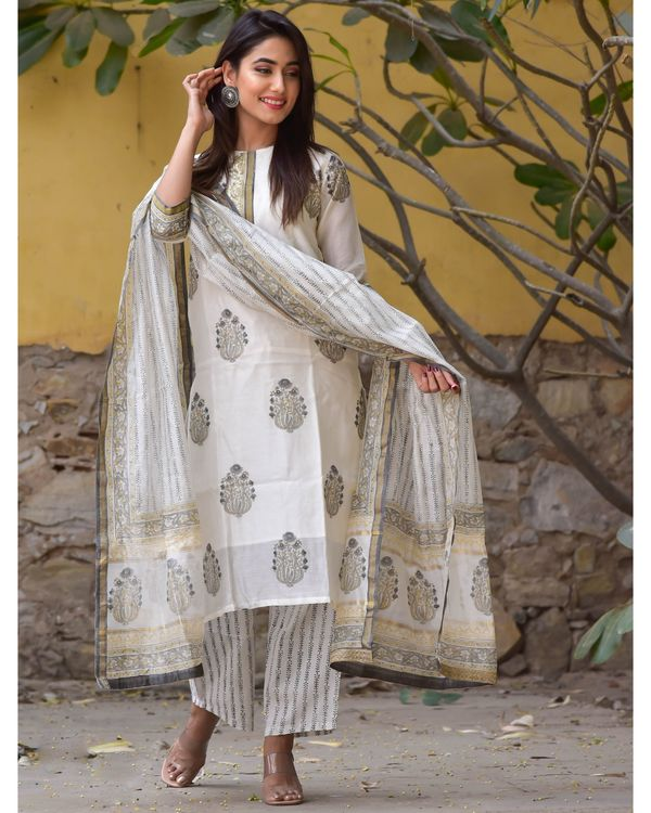 Grey and white mughal gota kurta and pants with dupatta- Set Of Three 2