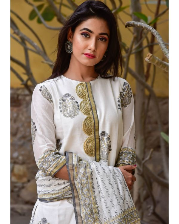Grey and white mughal gota kurta and pants with dupatta- Set Of Three 1