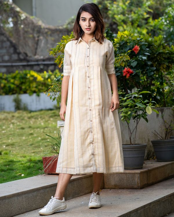 Light beige button dress with thread work 4