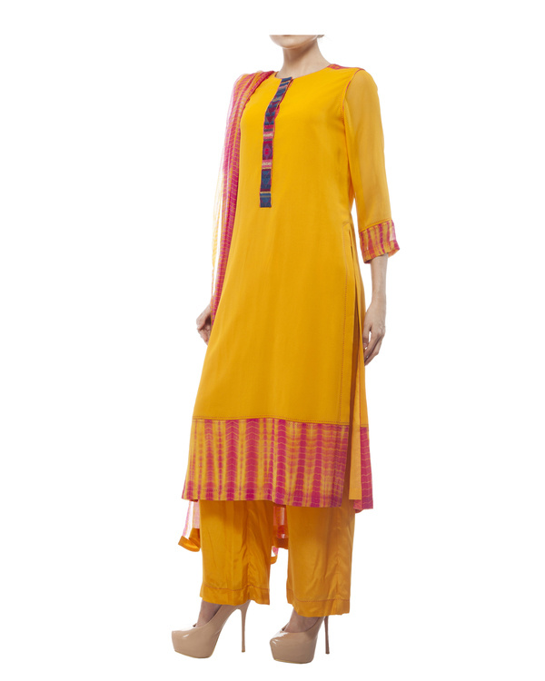Round neck front embroidered kurta , comes with a palazzo  and a tie & dye dupatta 1