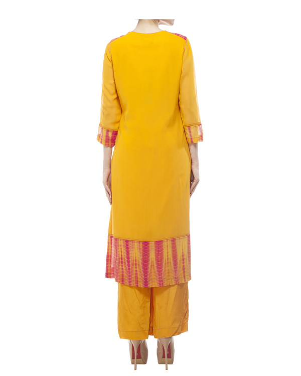 Round neck front embroidered kurta , comes with a palazzo  and a tie & dye dupatta 3