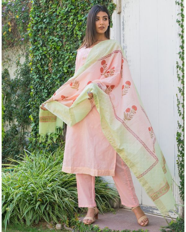 Pink embroidered kurta and pants with printed dupatta- Set Of Three 2