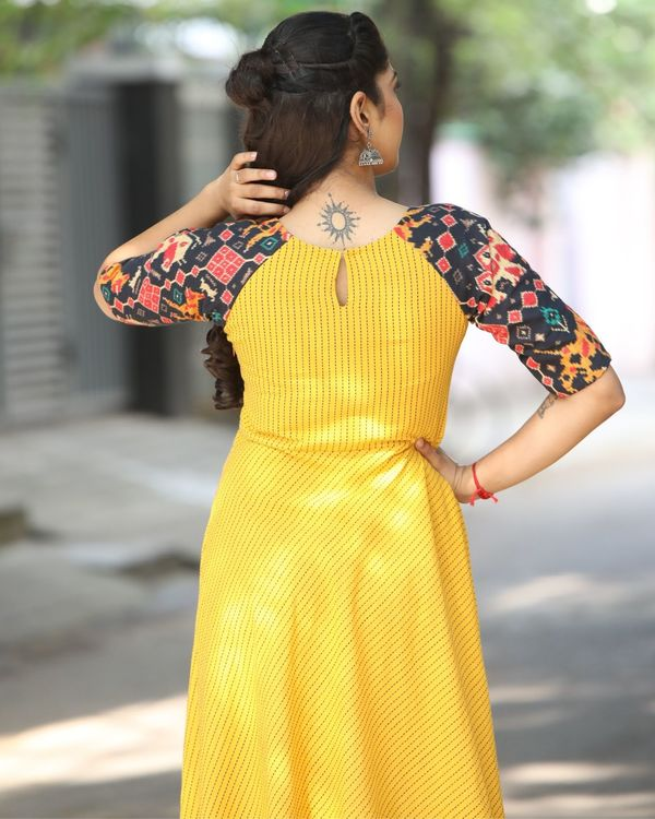 Yellow raglan maxi dress with contrast sleeves 3