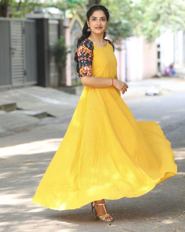 Yellow raglan maxi dress with contrast sleeves 2