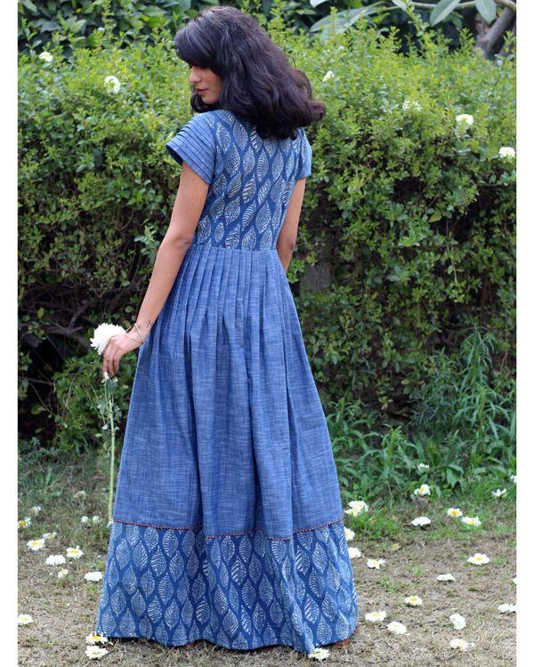 Blue leaf print pleated dress 3