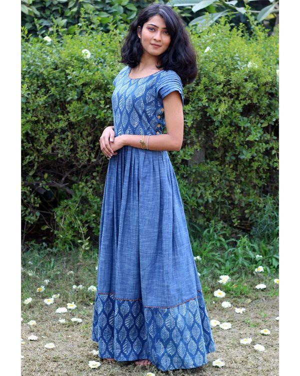 Blue leaf print pleated dress 2